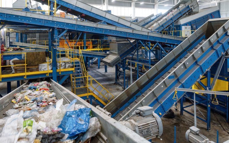 Gestione rifiuti: il decreto che aumenta gli oneri delle imprese
